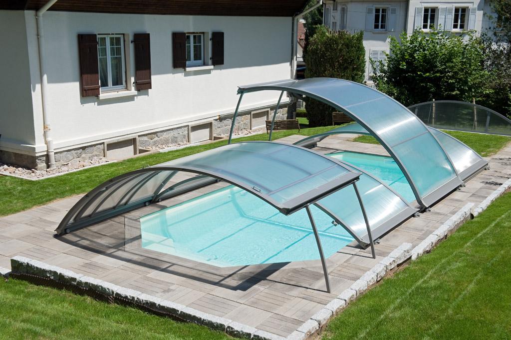 Les abris piscine relevables guide piscine house for Nettoyage abris piscine