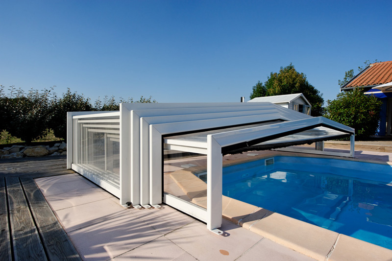 Abri piscine t lescopique sans rail guide piscine house for Rail liner piscine bois