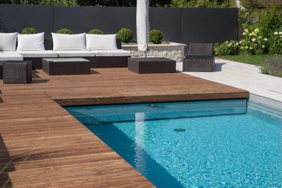 Pourquoi utiliser un saturateur pour le bois autour de la piscine?